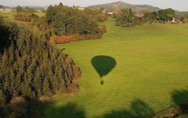 Soukromý let balónem pro dva   vícero lokalit   Březen - říjen (lety mimo sezónu dle aktuálních povětrnostních podmínek).   1 h letu + příprava.4