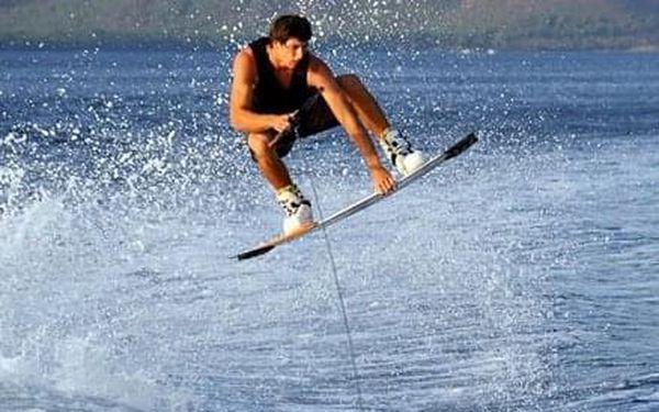 Wakeboarding - 15 minut   Orlická přehrada - Radava   od 1.7. do 15.9.   15 minut + instruktáž3