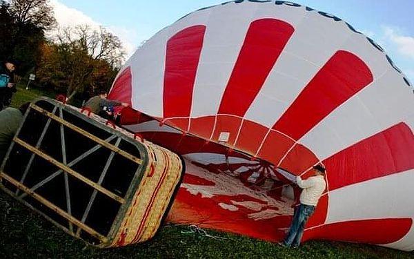 Soukromý let balónem pro dva   vícero lokalit   Březen - říjen (lety mimo sezónu dle aktuálních povětrnostních podmínek).   1 h letu + příprava.5