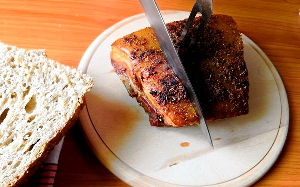Královská žebírka v medové marinádě a směsi koření s kváskovým chlebem2
