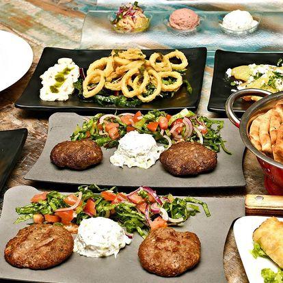 Řecké mezze: šneci, bifteki i smažené kalamáry