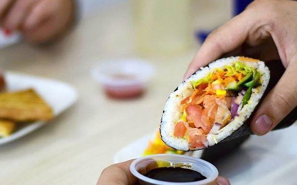 Když Japonsko miluje Mexiko: sushi burrito menu s rybou nebo krevetami5
