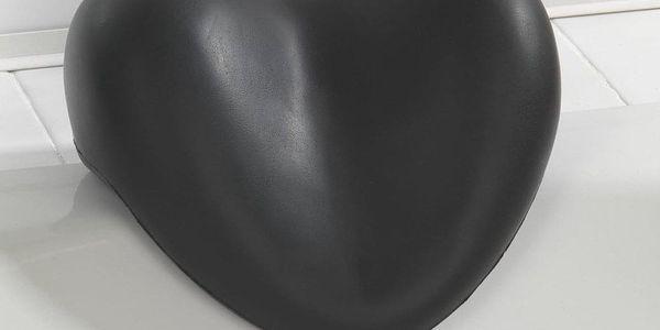 Polštář relaxační do vany, černé SRDCE, WENKO2