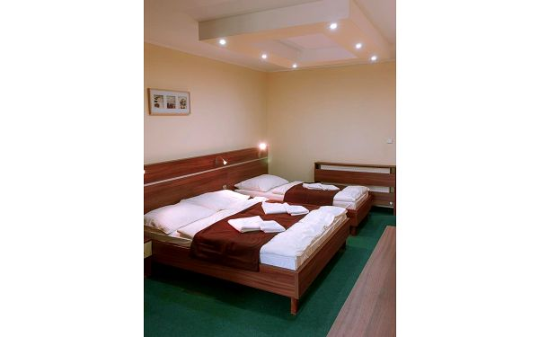 Třílůžkový pokoj5