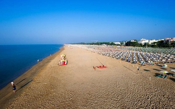 Celý den na pláži u moře v italském Bibione autobusem