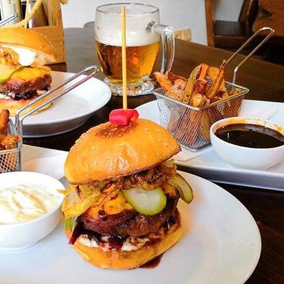 Burger ze 3 druhů a hranolky v Porubské Tankovně