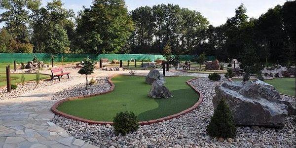 Venkovní adventure golf: hodinová zábava pro 2 dospělé i rodiny s dětmi3