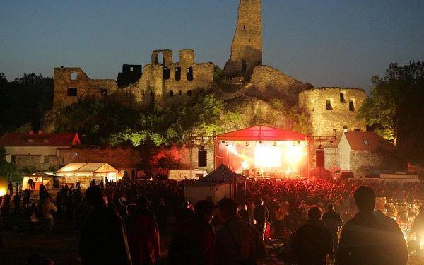 Vstupenka na 21. ročník open-air festivalu v romantickém podhradí Okoře5