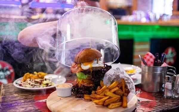 Mega burger a neomezená konzumace piva, 1 hodina, počet osob: 1 osoba, Praha - Anny Letenské (Praha)3