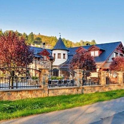 Posázaví: romantický pobyt na Zámečku Kaliště *** s polopenzí, vínem a saunou
