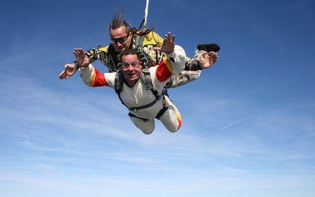 Tandemový seskok ze 4000 metrů