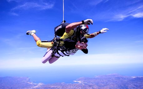 Tandemový seskok z výšky 4000 m