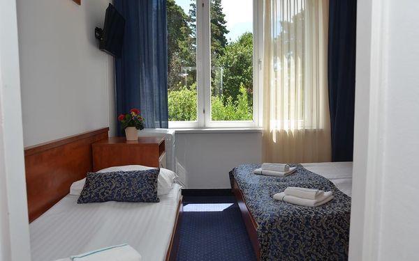 Dvoulůžkový pokoj Comfort s manželskou postelí/oddělenými postelemi a výhledem do zahrady - vedlejší budova2