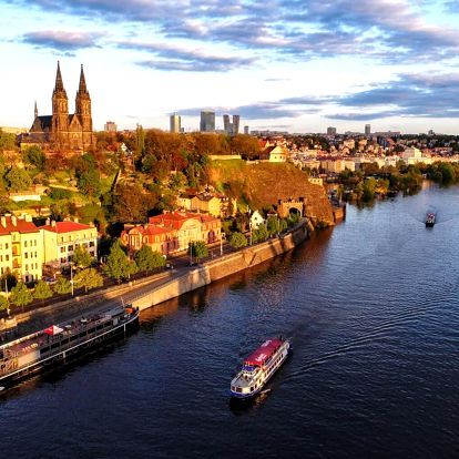 Romantická vyhlídková plavba po Vltavě s výkladem pro dva