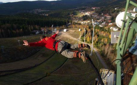 Bungee jumping z televizní věže v Harrachově