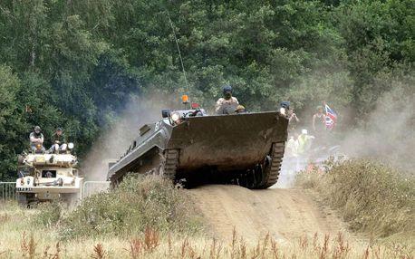 Nespoutaná jízda v legendárním BVP na tankodromu u Prahy