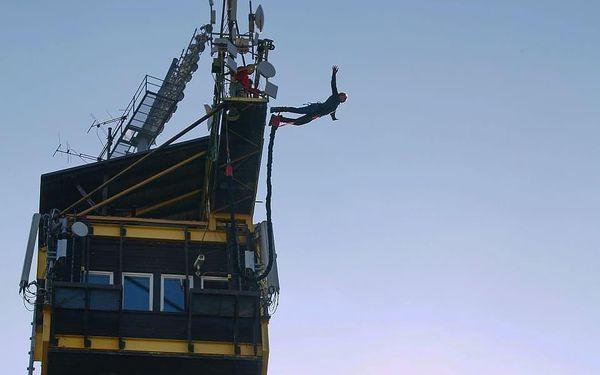 Bungee jumping z televizní věže v Harrachově2