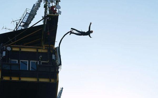 Bungee jumping z televizní věže v Harrachově3