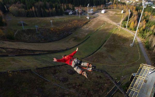 Bungee jumping z televizní věže v Harrachově4