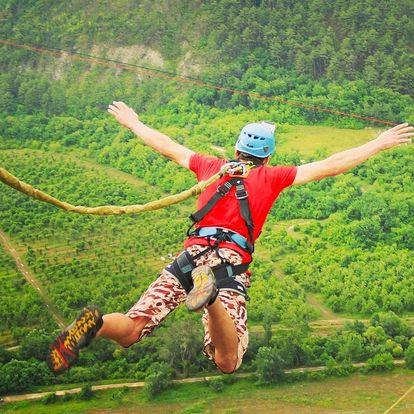 Extrémní bungee jumping z 50 metrů z jeřábu v Plzni