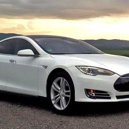 Jízda v elektromobilu Tesla Model S jako spolujezdec či řidič