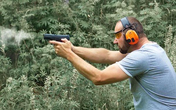Střelba na střelnici - parádní palba