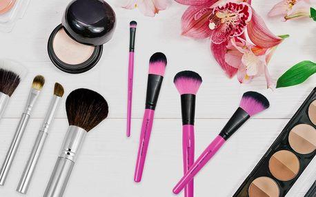 Kosmetické nezbytnosti: štětce na oči i make-up
