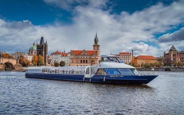 Vyhlídková plavba po Vltavě se sklenkou prosecca pro 22