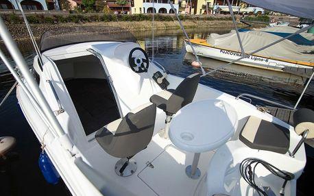 Dobrodružství na motorovém člunu