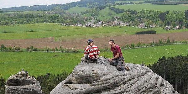 Kurz skalního lezení s výstupem na skalní věž | Adršpach, Český ráj | Květen – říjen, podle počasí. | 1 den (podle fyz. schopností, počasí a lokality).3