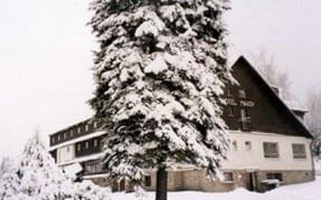 Silvestr na horách? Vydejte se na 5 nocí do hotelu Maxov v Jizerských horách a užijte si vstup do roku 2020.