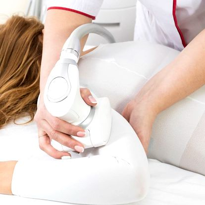 Uvolňující masáž profesionálním přístrojem Cellu M6
