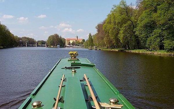 Romantická plavba s piknikem   Pardubice   1. duben - 31. říjen   cca 2,5 hodiny4