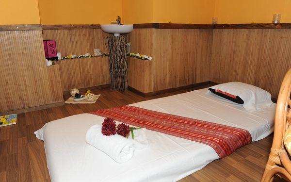 60 minut: Thajská masáž, masáž nohou nebo masáž aromatickými oleji3