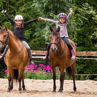 Rodinný zážitek na koňském hřbetě
