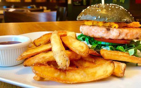 Burger s lososem nebo kachním masem a hranolky