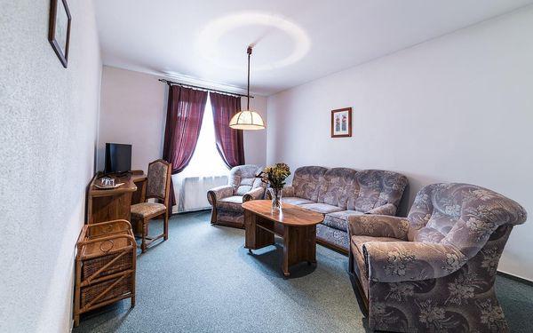 Dvoulůžkový pokoj s manželskou postelí nebo oddělenými postelemi a vlastní koupelnou3