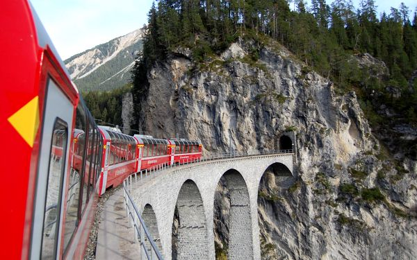 Nejkrásnější kouty Švýcarska panoramatickými drahami, vlakem, strava dle programu5
