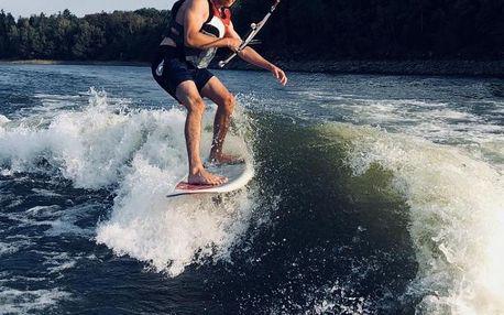 Wakesurfing za člunem