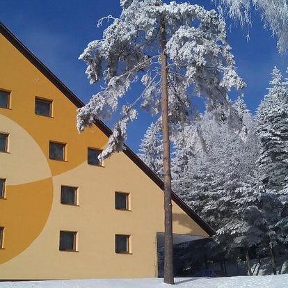 Pobyt v srdci Vysočiny: bazén, sauna a polopenze