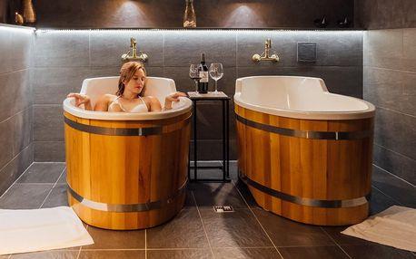 4* wellness: rašelinová lázeň, sauna a víno pro dva