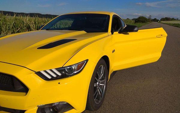 20 minut jízdy ve Fordu Mustang GT5