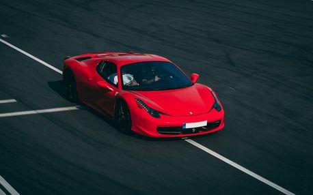 Nejpopulárnější jízda ve Ferrari na polygonu! Projeďte se v modelu 458 Italia v Hradci Králové