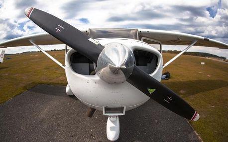 Vyhlídkový let letadlem nad malebnou českou krajinou až na 60 minut