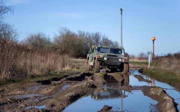 Jízda ve vojenském speciálu Humvee3