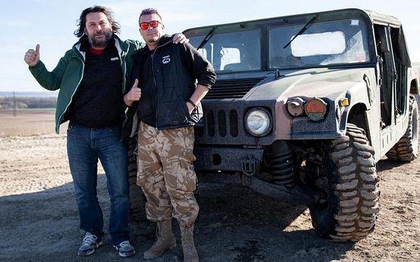 Jízda ve vojenském speciálu Humvee4