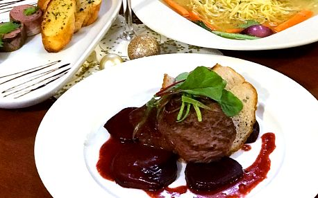 4chodové menu s hovězím steakem i sladkou tečkou