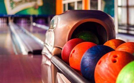 1 nebo 2 hodiny bowlingu a pizza v Hotelu Moskva