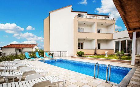 Chorvatsko, Seget Vranjica | Pension Villa Jelavić*** 100 m od pláže | Bazén | Polopenze