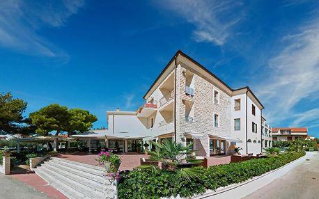 Chorvatsko, Vodice| Hotel Nikola*** | Dítě zdarma | Parkoviště, Klimatizace | Polopenze